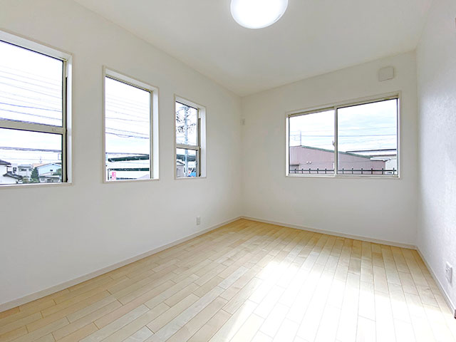 ベッドルーム<br> 2面採光で明るく開放感溢れるお部屋になりました。
