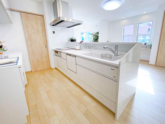 キッチン<br> お手入れ簡単!いつも清潔なキッチンを保てます。