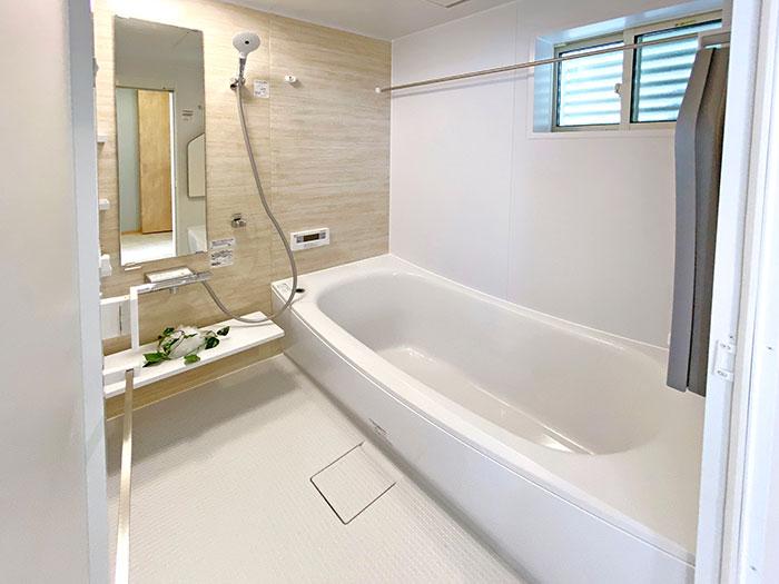 バスルーム<br> 優しい色合いで落ち着いた印象のバスルームになりました。