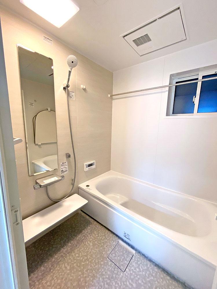 バスルーム<br> 浴室換気暖房乾燥機付きでとっても便利です!
