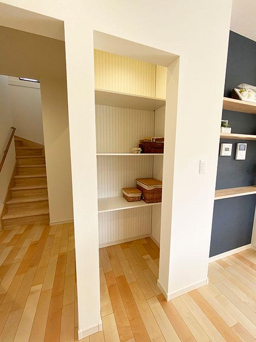 パントリー<br> キッチン横にだっぷり収納できるパントリーをご用意しました。