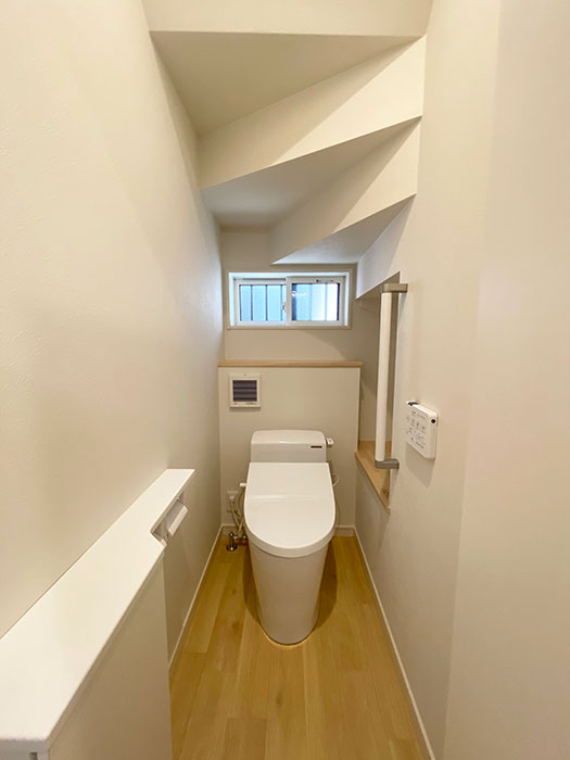 トイレ<br> リビングから離れた場所にトイレを配置したので音を気にしなくて済みます。