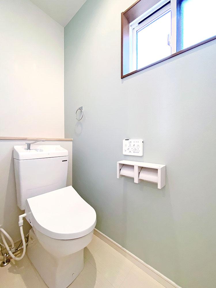 2階トイレ<br> 2階にもトイレを設置しましたので混雑する朝はとても快適です。