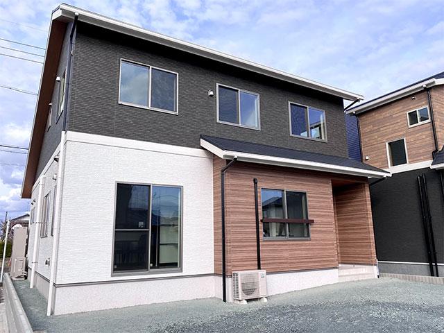 外観写真<br> 駐車4台可能。1階で生活できる平屋風の家!