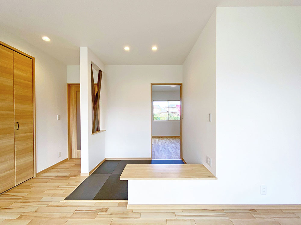 和コーナー<br> リビング横には畳スペースを用意しています。お子様のお昼寝の場としても活躍します。