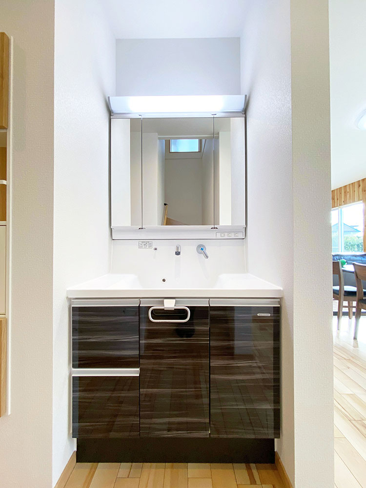 スタイリングエリア<br> 洗面室として設けず、生活動線上に配置することで、より使い勝手に配慮しました。
