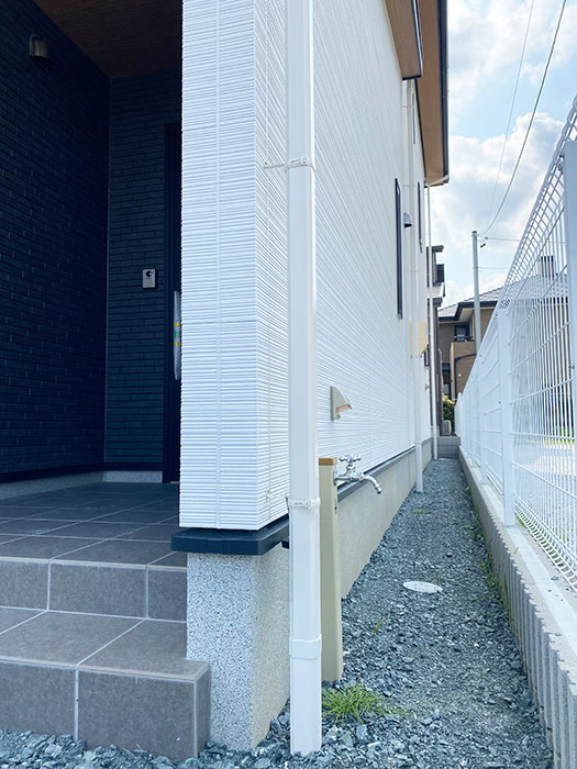 玄関横に立水栓