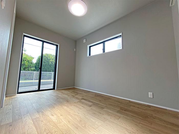 【1階ベッドルーム】5.5帖の部屋は将来の寝室や趣味部屋にも