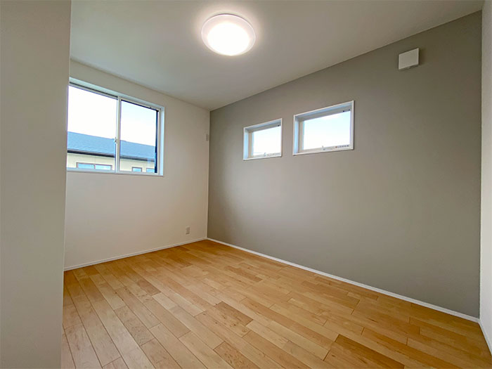 【2階ベッドルーム】5.7帖の洋室 こちらもクローゼットあり