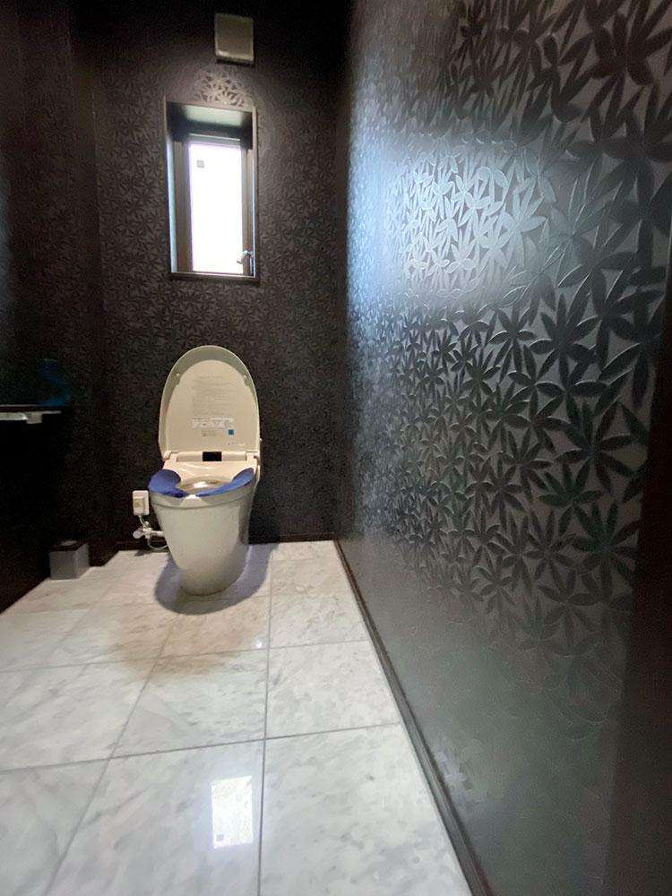 1階手洗い付きトイレ<br> 手すりがついているので安心♪