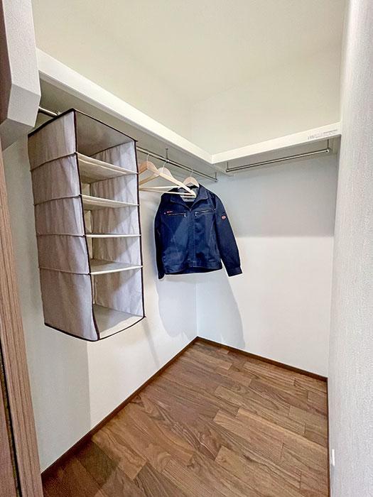 リビングCL<br> ちょっとお出かけする際などに活躍するリビングCL。ここにはよく使うお洋服などを収納すると便利です。奥行きがあるので大きな物も置く収納ができます。
