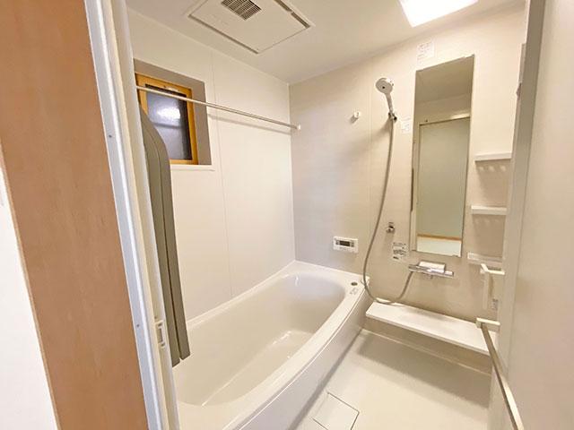 浴室<br> 汚れにくく清潔感があり、快適にバスタイムを過ごせます。