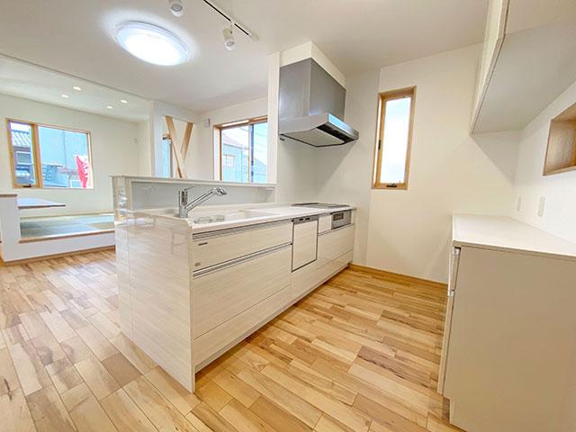 キッチン<br> キッチンからはリビングの様子を見ることができるので、お子さまがいる方も安心してお料理ができます。