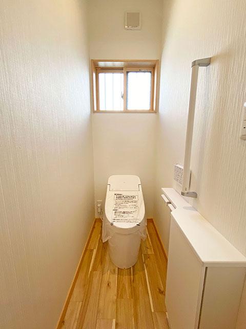 トイレ<br> 手すり付きで安心!お手入れも簡単!