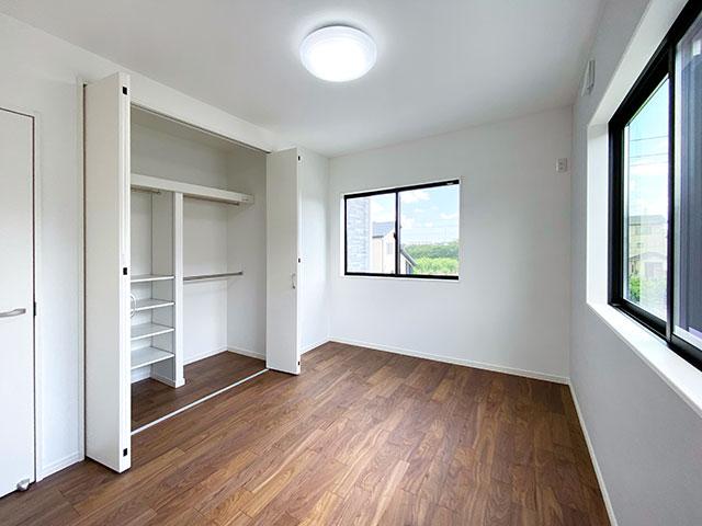 ベッドルーム<br> 二面採光で日当たり良好のお部屋です。
