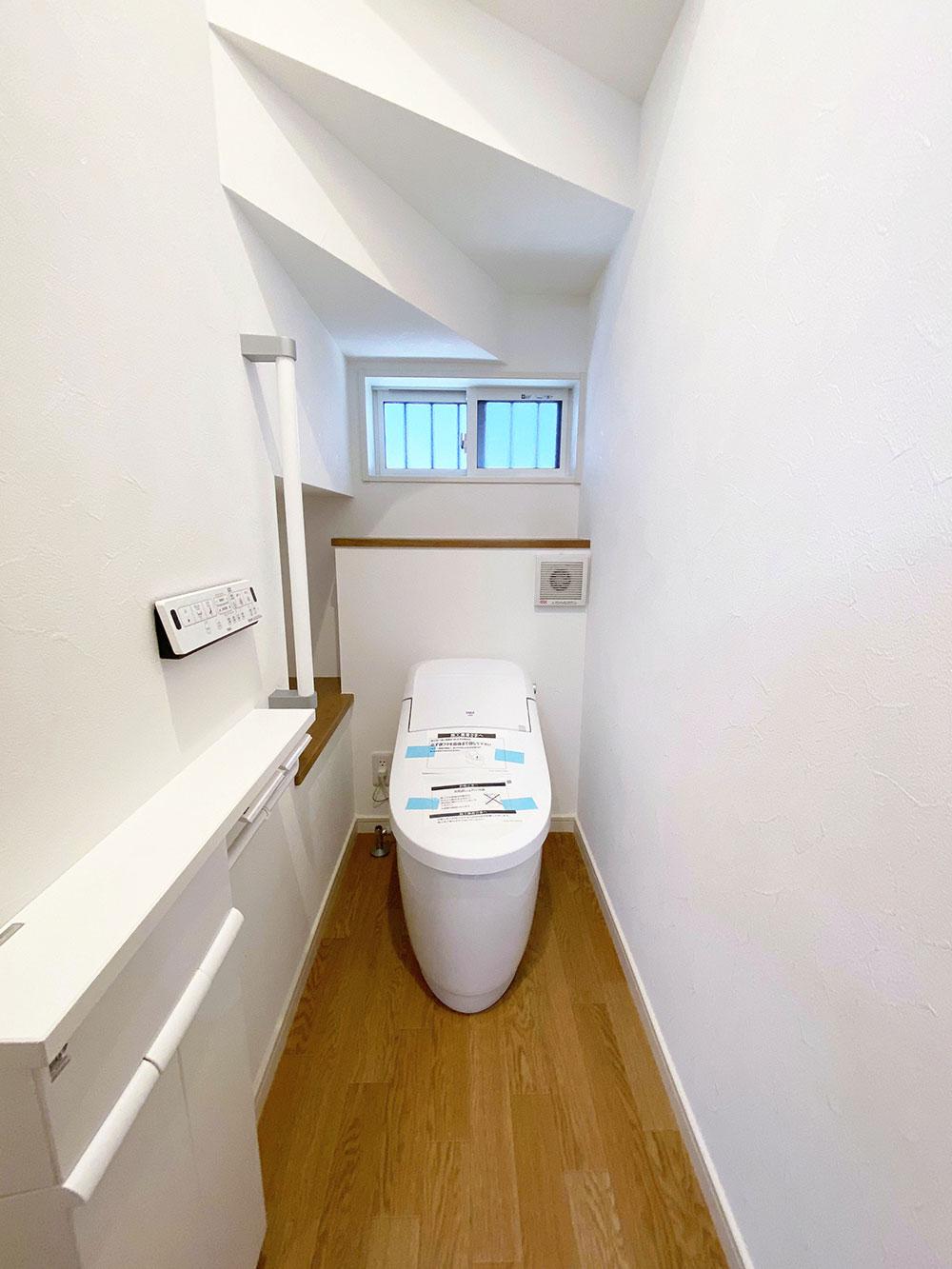 トイレ<br> コンパクト&ローシルエットデザインがゆとりの空間を演出。