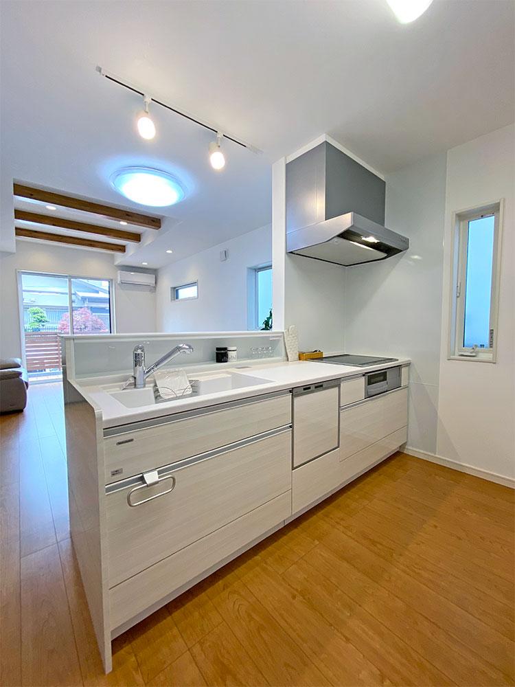 キッチン<br> LDKは一体型になっているので、お料理をしながらでも、家族の様子を見ることが出来ます。