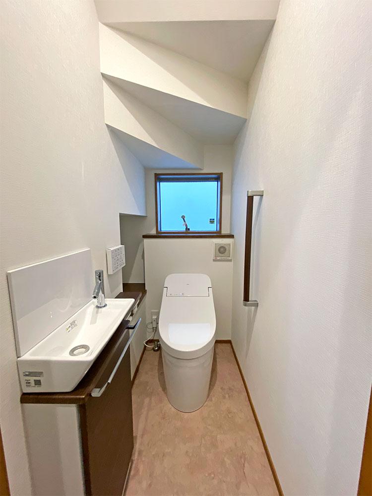トイレ<br> ここで手洗いまで出来るのでとても便利です♪