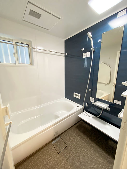 バスルーム<br> 落ち着いた色合いのバスルームに仕上がりました。