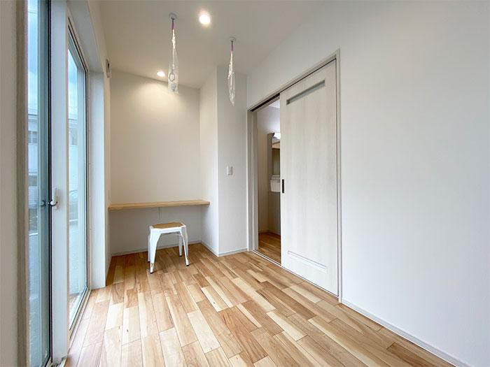 フリールーム<br> 1階の奥には読書や作業に集中したい時に最適なお部屋をご用意しました。