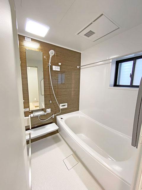 バスルーム<br> シンプルで落ち着いた空間の浴室です。浴室乾燥機付きなので雨の日も安心です♪