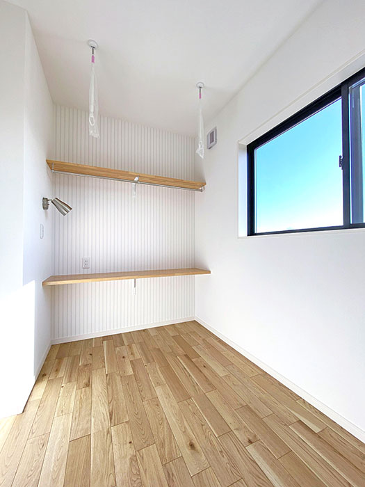 サンルーム<br> サンルームや趣味部屋としてお使いいただける部屋をメインベッドルーム横に配置しました。