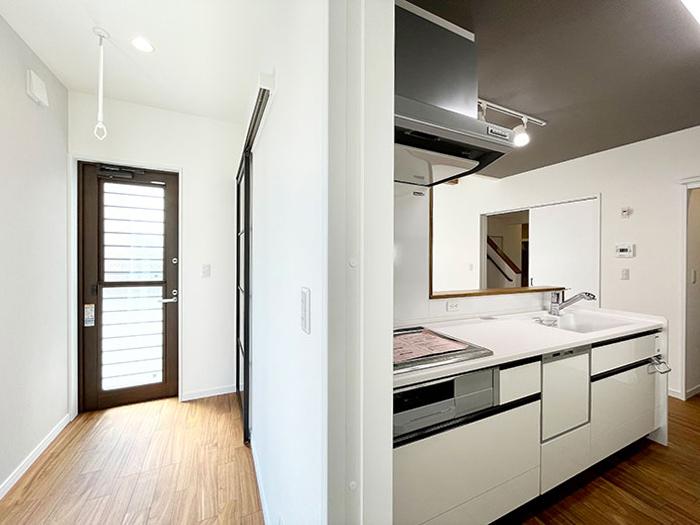 キッチンとサンルームの位置関係