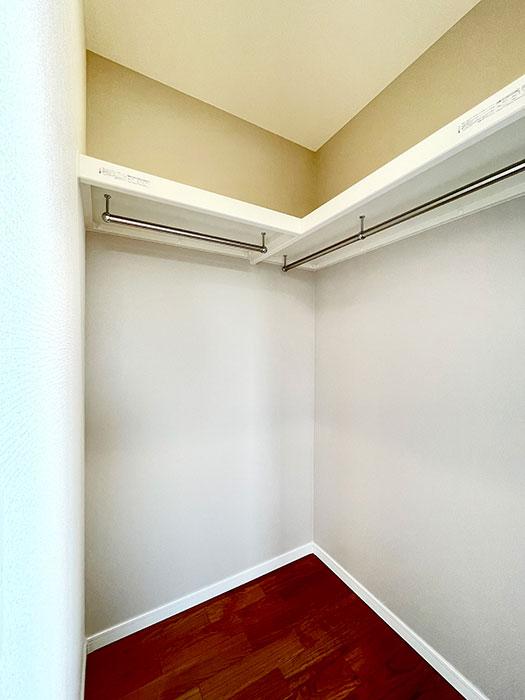 ウォークインクローゼット<br> このお部屋にも大きなウォークインクローゼットがあります