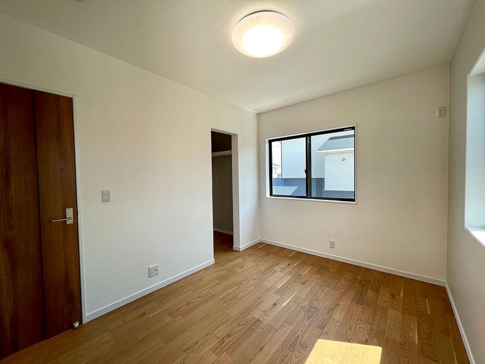 6帖のベッドルーム<br> 南西側のベッドルームです。子供部屋にちょうどいい大きさのお部屋になっています。