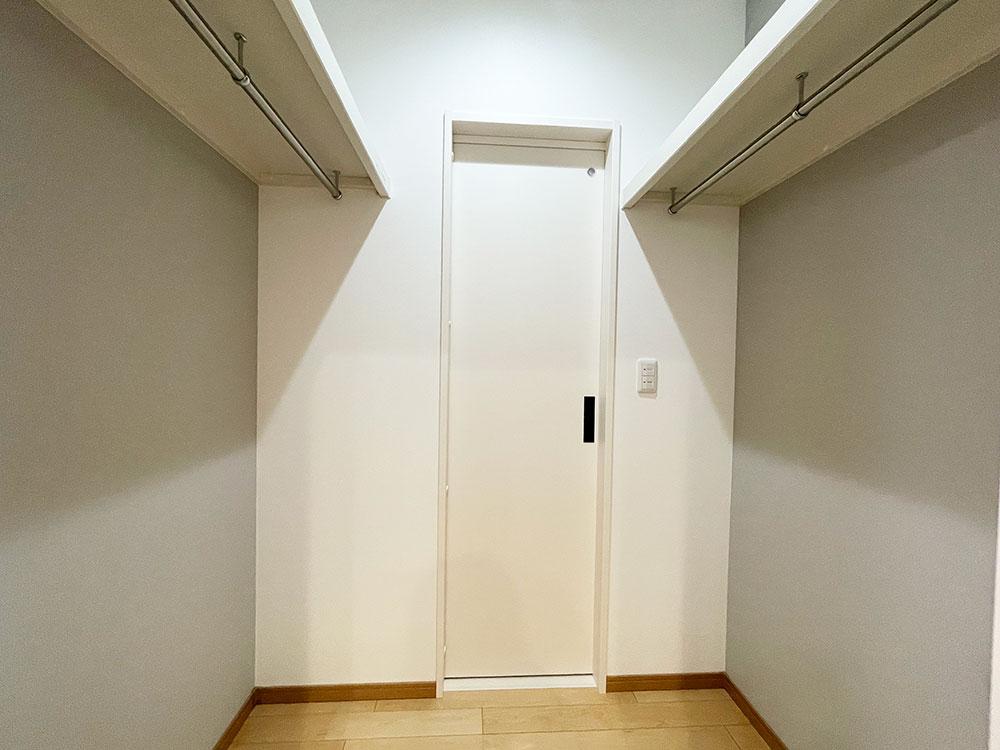 【リビングCL】キッチンからは扉一枚で行き来できます。