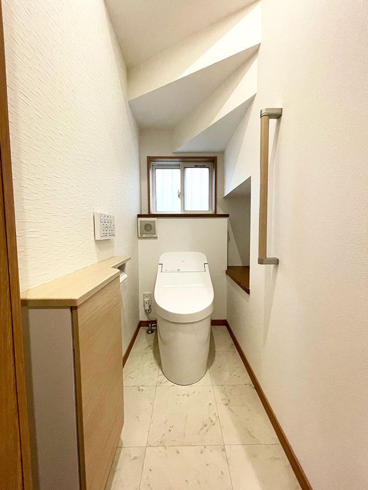 【トイレ】TOTO 収納も完備