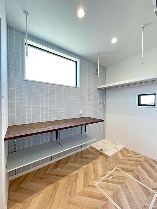 ランドリー<br> 上部にハンガーパイプを設置すればこのスペースだけでも十分に洗濯物を干すことができます。