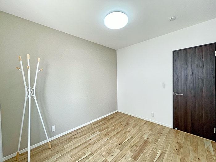 1階だけで生活できる家を目指して、1階にもベッドルームを配置しました。