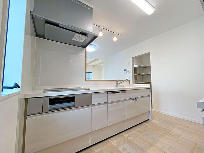 キッチン<br> 家事をしながらお部屋全体の様子を見ることができます。