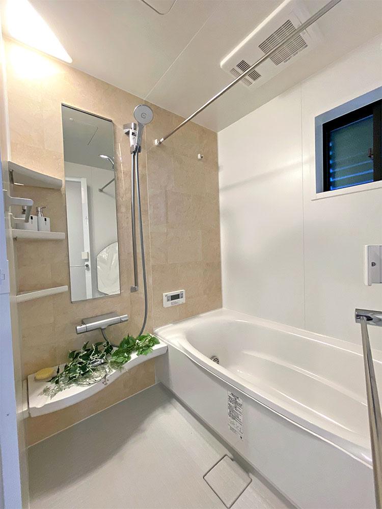 バスルーム<br> ナチュラルなデザインを採用し、癒しの空間になりました。