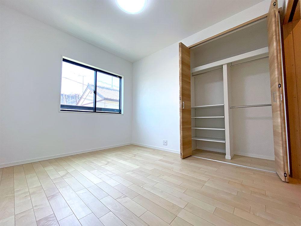 ベッドルーム<br> 2階5.8帖のベッドルームは子供部屋に最適です。