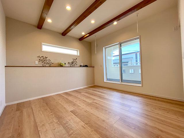 寝室(メインベッドルーム)<br> 化粧梁によってメリハリをつけた8帖の寝室。