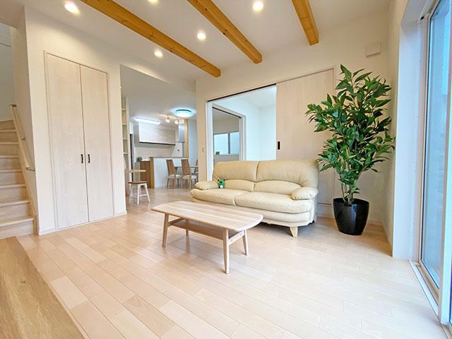 リビング<br> LDKと和室併せて約24帖の広々空間。