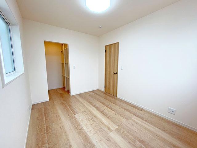 ベッドルーム<br> 子供部屋に最適な広々としたベッドルームです。