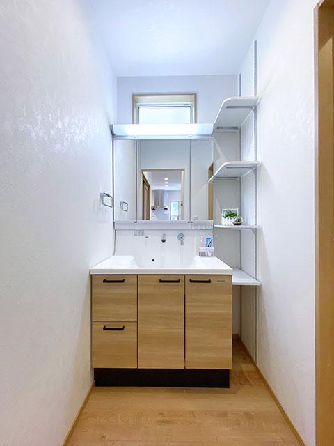 スタイリングエリア<br> 洗面室として設けずに生活動線上に配置することで、より使い勝手に配慮しました。