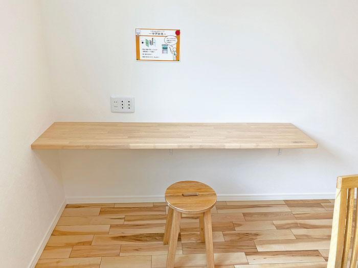 ワークスペース<br> パソコンデスク・学習机・アイロン台などいろんな用途で使えるカウンターをキッチンの隣に配置しました。