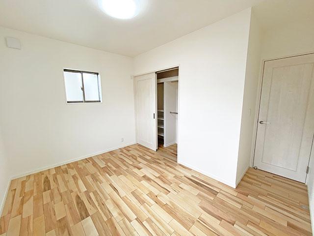 ベッドルーム<br> 6.5帖のひろびろとしたお部屋になります。寝室の横なので子供部屋に最適です。