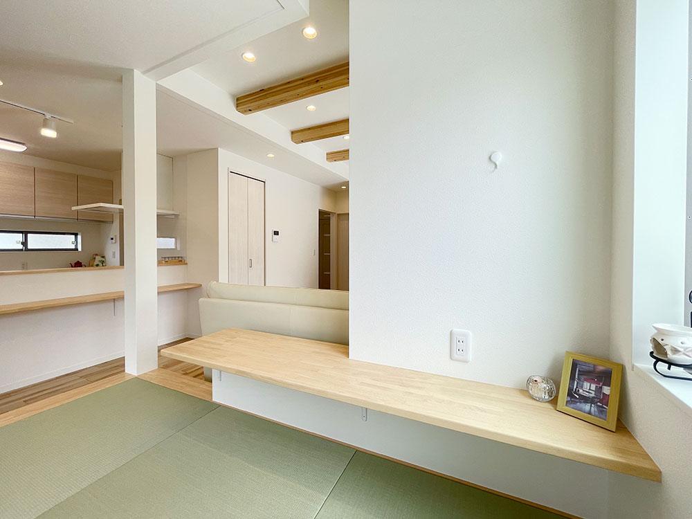 和空間の壁はマグロスを採用<br> 磁石がくっつく素材の壁です。可愛いインテリアや家族写真、好きなポスターなどを飾れます。