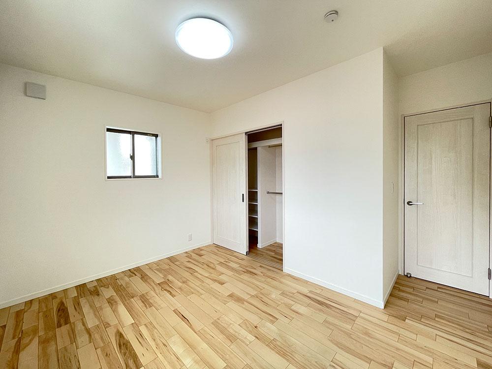 6.5帖のベッドルーム<br> 6.5帖のひろびろとしたお部屋になります。寝室の横なので子供部屋に最適です。