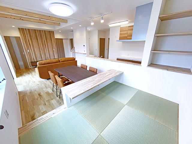 和空間<br> ダイニングに併設し、お子様を和空間で寝かせて様子を見ながら食事をとることができます。