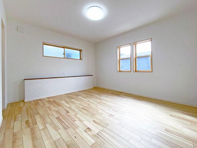 メインベッドルーム<br> お布団等も収納できるように収納スペースを広く設けました。