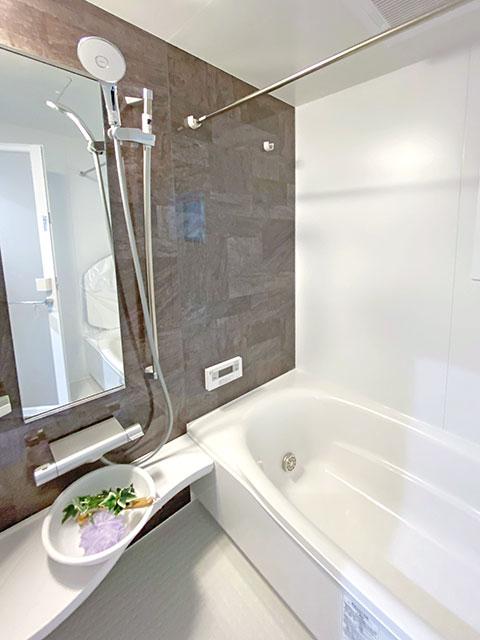 浴室<br> 水を弾きやすい床を使用しているためお手入れも簡単♪