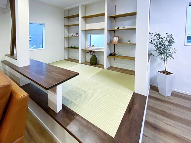 和空間<br> リビング横に畳スペースをご用意しました。お子様のお昼寝の場や客間としても大活躍!