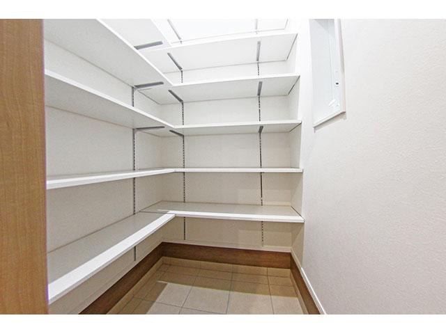 シューズCL<br> 靴の多い家族でも問題なし。可動棚になっているので、自由に高さを変えられます。