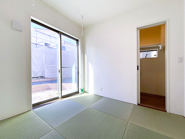 和室<br> 南側の天井に物干し掛けを設置しました。